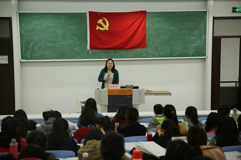 """教育学部学生党校举办""""党章导读""""专题讲座"""