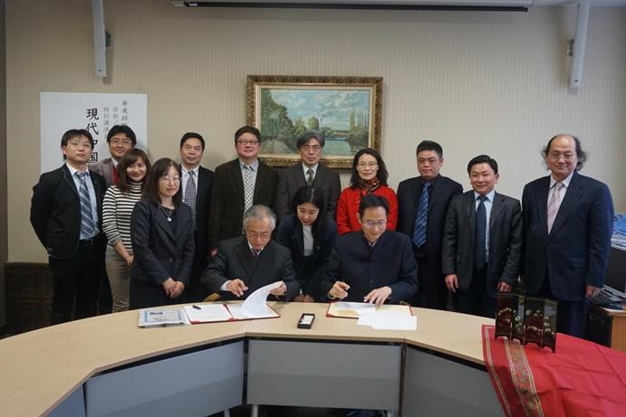 教育学部主任袁振国教授赴日本九州大学人间环境学研究院签署合作协议并作学术报告