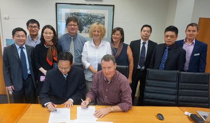 教育学部主任袁振国率团访问澳大利亚著名高校并签署合作备忘录