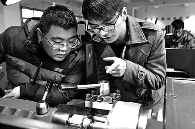 光明日报|胡耀宗 李廷洲:现代学徒制,如何完善育人体系