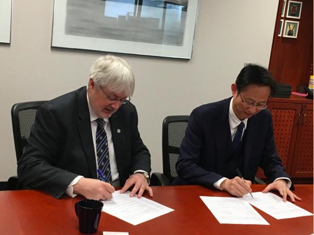 学部主任袁振国率团访问多伦多大学安大略教育研究院并签署合作备忘录