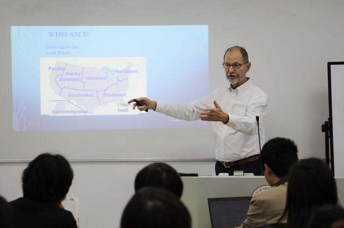 聚焦国外高校管理经验,提升管理团队外事能力——教育学部首次成功举办管理骨干外事能力外语讲座